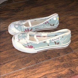 52dc4774b356 American Eagle Outfitters Shoes - American Eagle girls shoes size 11.5